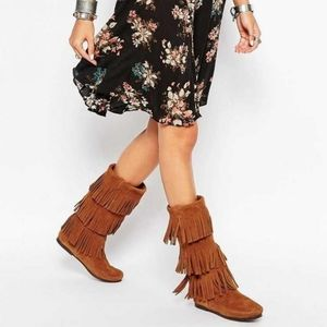 MINNETONKA suede leather 3 layer fringe boots